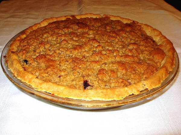 Single-Crust Crumbly Top Blueberry Pie.