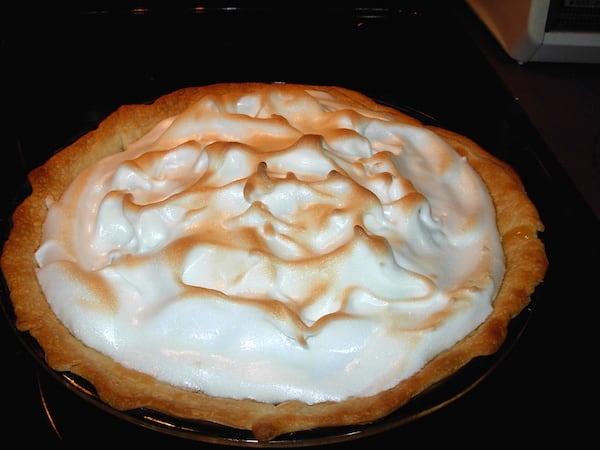 Lemon Meringue Pieuses aprebaked pie crust.