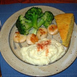 Scallops, Cauliflower Surprise, Broccoli & Apple Crisp