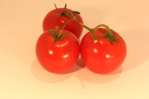 Peeling fruits and vegetables such as tomatoes is easy.
