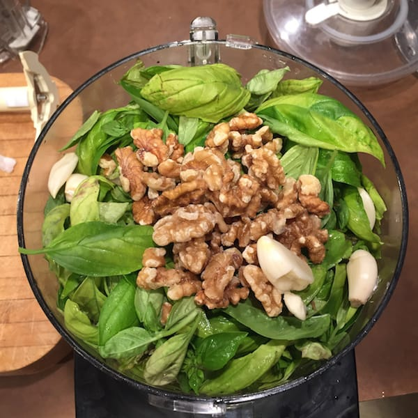 Chop up basil, garlic and walnuts together.