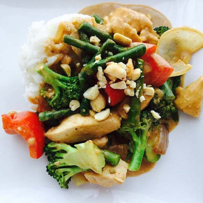 Peanut Chicken Stir Fry with creamy peanut sauce is SO scrumptious.