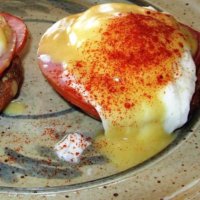 Easy Eggs Benedict Recipe with Hollandaise Sauce