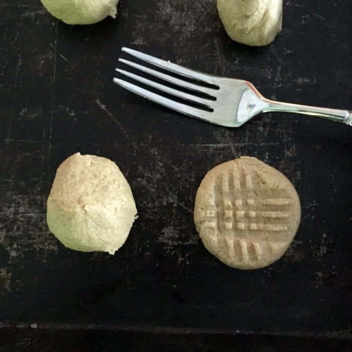Use a fork to make a crisscross pattern while flattening the cookie.