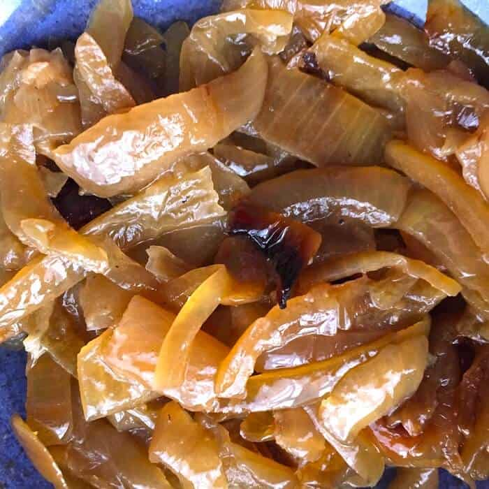 Don't these Slow Cooker Caramelized Onions look amazing?